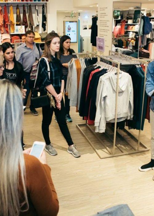 Visita dos participantes do projeto à loja piloto Hering Store Morumbi Shopping